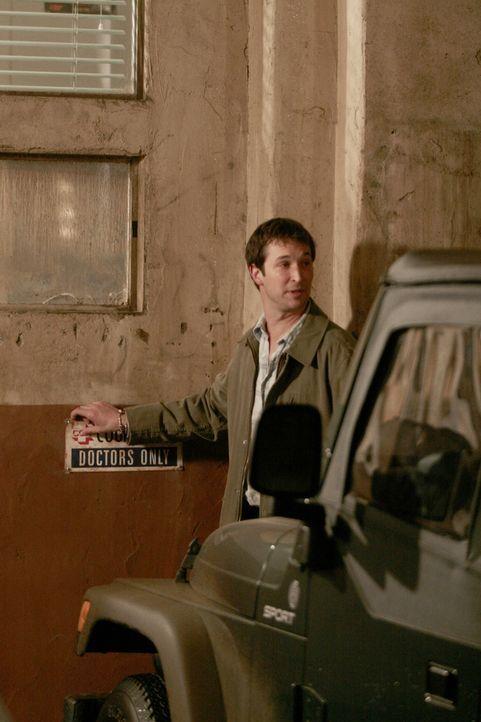 Mit einem weinenden Auge verlässt Carter (Noah Wyle) nach 11 Jahren das County Hospital ... - Bildquelle: WARNER BROS