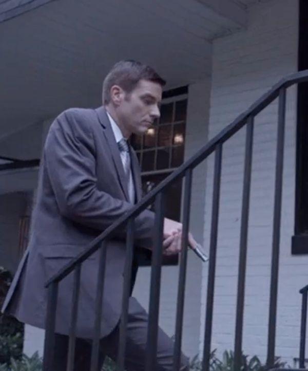 Gefährliche Jagd: Ermittler Joe Kenda (Carl Marino) versucht alles, um dem Täter auf die Spur zu kommen und begibt sich selbst in Gefahr. - Bildquelle: MMXV DISCOVERY COMMUNICATIONS, LLC.