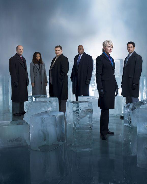 (7. Staffel) - Die Mitarbeiter des Mord-Dezernates von Philadelphia sind ein eingeschworenes Team: Scott (Danny Pino, r.), Nick Vera (Jeremy Ratchfo... - Bildquelle: Warner Bros. Television