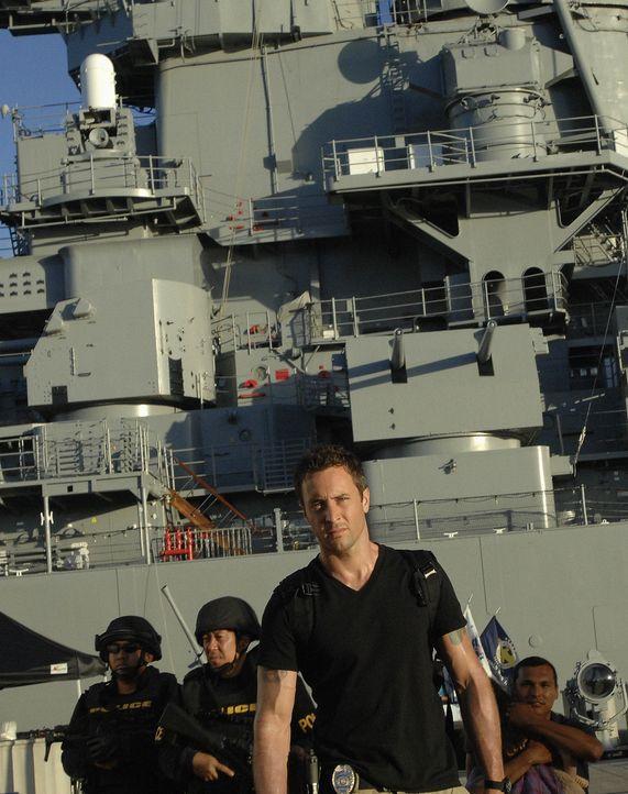 Graham, ein Navy Seal, der gerade von einem Einsatz in Afghanistan zurück ist, wird beschuldigt, seine Ehefrau ermordet zu haben. Doch er schwört, m... - Bildquelle: TM &   2010 CBS Studios Inc. All Rights Reserved.