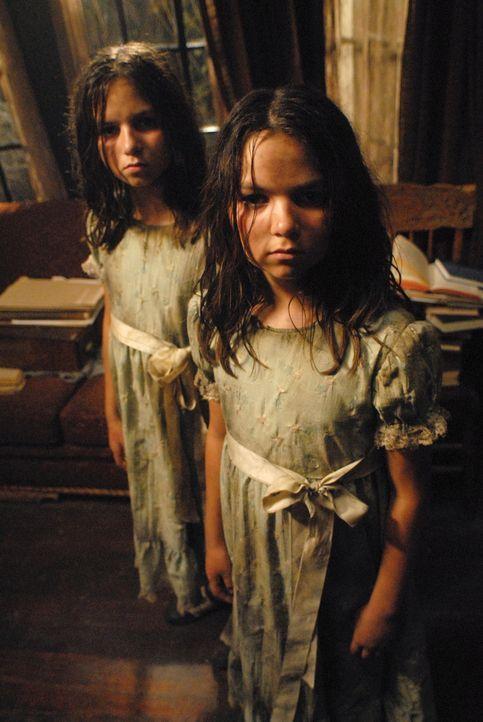 Zwei Geistermädchen (Eva und Lara Casha), machen Dean und Sam das Leben schwer ... - Bildquelle: Warner Bros. Television