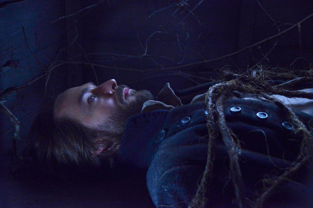 Kann Ichabod (Tom Mison) sich aus dem Grab, in dem er lebendig begraben wurde, befreien? - Bildquelle: 2014 Fox and its related entities. All rights reserved.