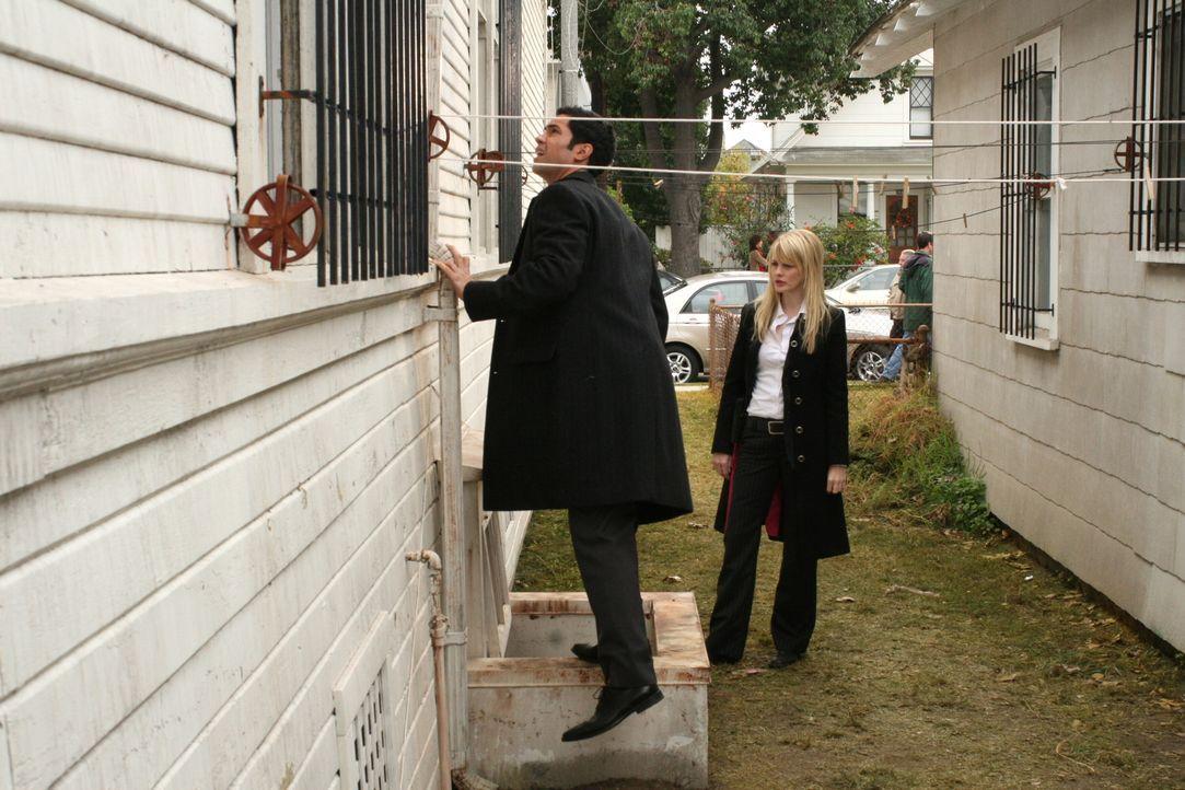 Sind Lilly (Kathryn Morris, r.) und Scott (Danny Pino, l.) auf der richtigen Spur? - Bildquelle: Warner Bros. Television