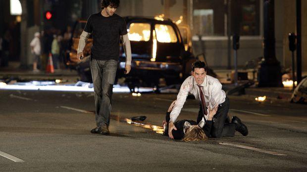 Kate Joyner (Sienna Guillory, M.), die durch eine Explosion schwer verletzt w...