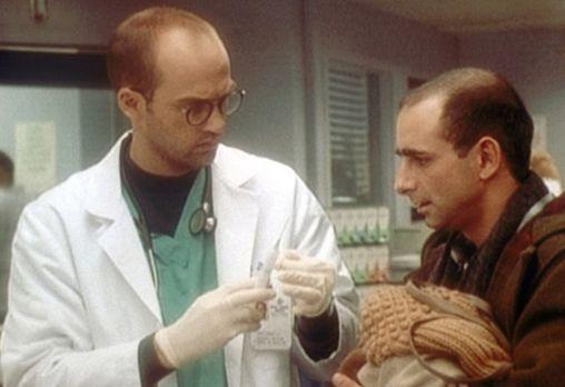 Emergency Room - Die Notaufnahme - Dr. Greene (Anthony Edwards, l.) hält die...