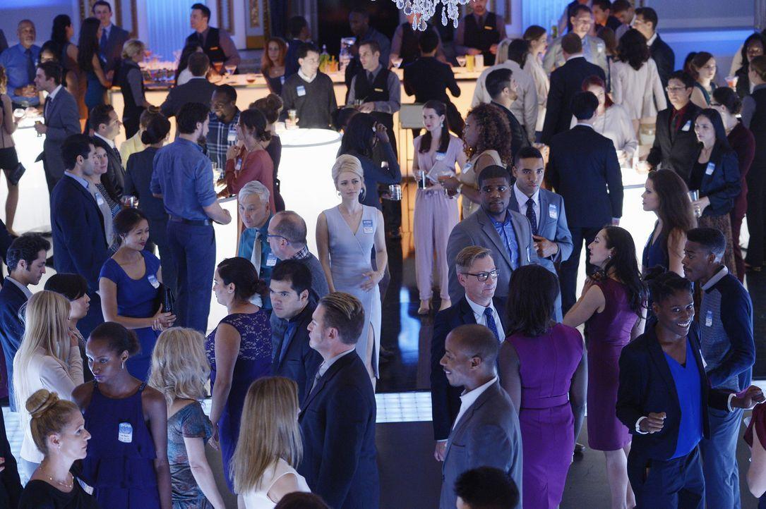 Auf Shelby (Johanna Braddy, M.) und ihre Kollegen wartet der erste Undercover-Einsatz ... - Bildquelle: 2015 ABC Studios