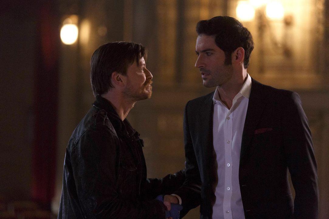 Schließlich wird Lucifer (Tom Ellis, r.) bewusst, dass er Malcolm (Kevin Rankin, l.) nicht so schnell loswerden wird ... - Bildquelle: 2016 Warner Brothers