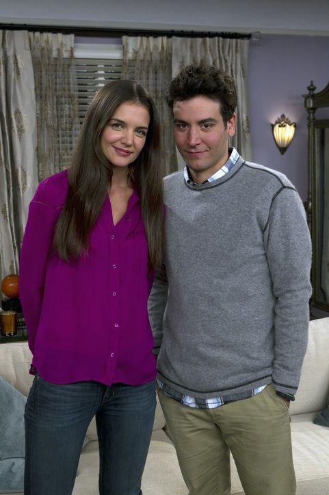 Treffen sich wieder und schwelgen in Erinnerungen: Ted (Josh Radnor, r.) und Naomi (Katie Holmes, l.) ... - Bildquelle: 20th Century Fox International Television
