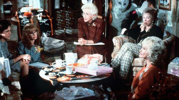Egal ob Muttersorgen oder Hochzeitstrubel, die Frauen in Truvys (Dolly Parton...