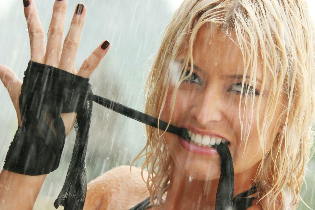 Meisterdiebin Christie (Holly Valance) weiß, wie sie sich gekonnt in Szene setzt, um dann noch härtere Schläge auszuteilen ... - Bildquelle: Constantin Film Verleih GmbH