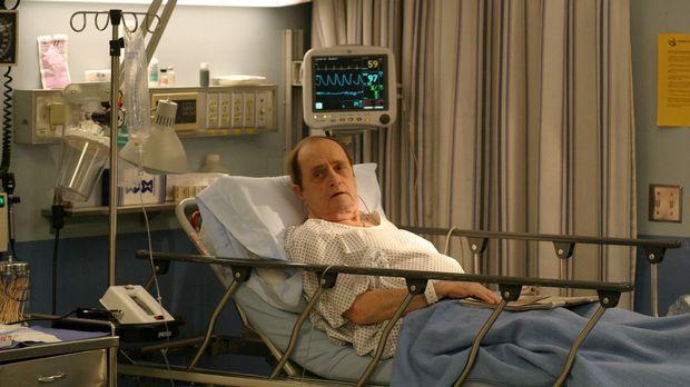 Mr. Hollander (Bob Newhart) ist verzweifelt; durch seine Makula Degeneration...