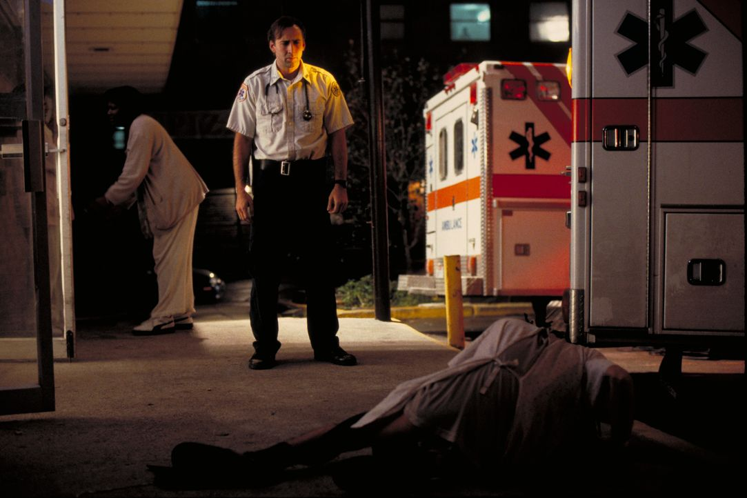 Als New Yorker Sanitäter hat Frank Pierce (Nicolas Cage) schon viele Dinge gesehen und viele Menschenleben nicht retten können. Der Fall eines Koma-... - Bildquelle: Paramount Pictures and Touchstone Pictures