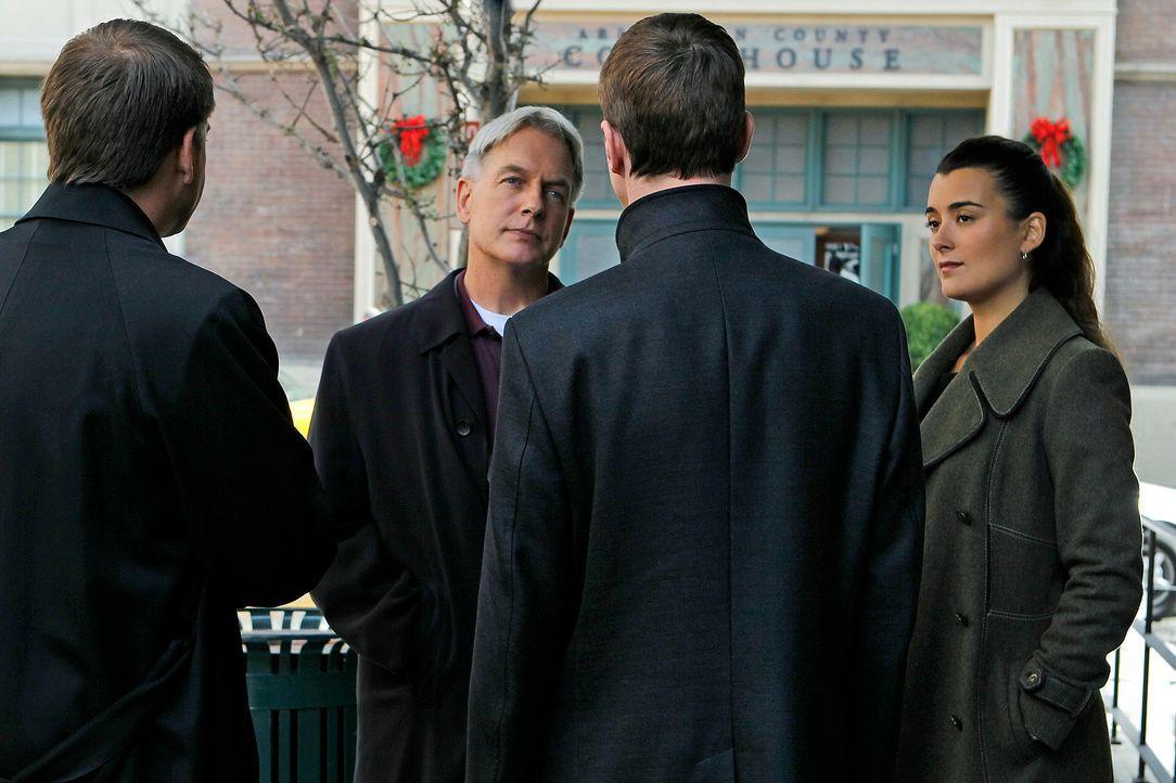 Ein neuer Fall beschäftig Ziva (Cote de Pablo, r.), Gibbs (Mark Harmon, 2.v.l.) und das restliche Team ... - Bildquelle: CBS Television