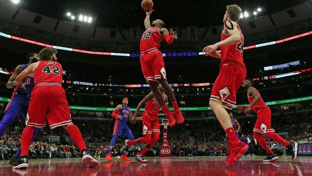 Die Chicago Bulls bezwingen die Detroit Pistons 107:105 - Bildquelle: GETTY IMAGES NORTH AMERICAGETTY IMAGES NORTH AMERICASIDJONATHAN DANIEL