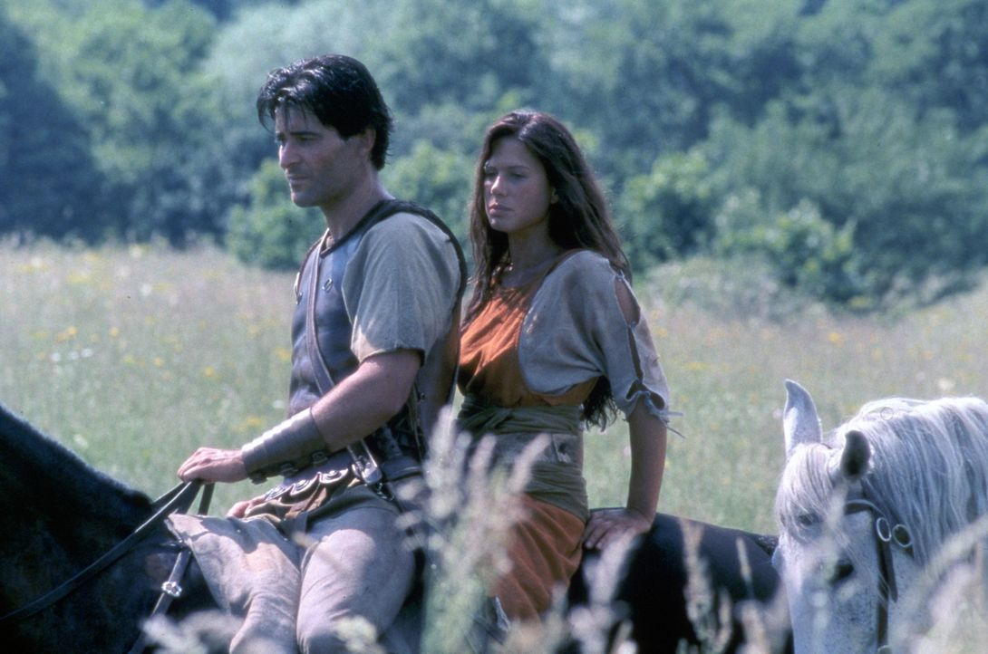 Fürchten weder Tod noch Teufel: Spartacus (Goran Visnjic, l.) und Varinia (Rhona Mitra, r.) ... - Bildquelle: USA Network Pictures