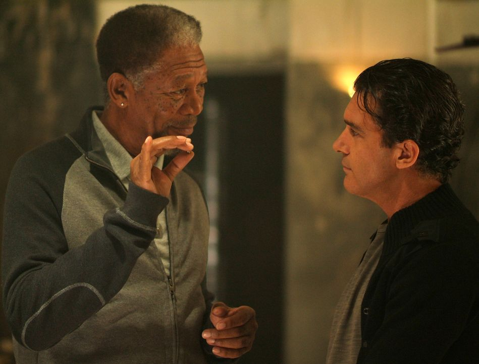 Kunstdieb Ripley (Morgan Freeman, l.) braucht für seinen Coup einen Partner: Um zwei Fabergé-Eier aus einem Hochsicherheitssafe zu holen, engagier... - Bildquelle: Nu Image