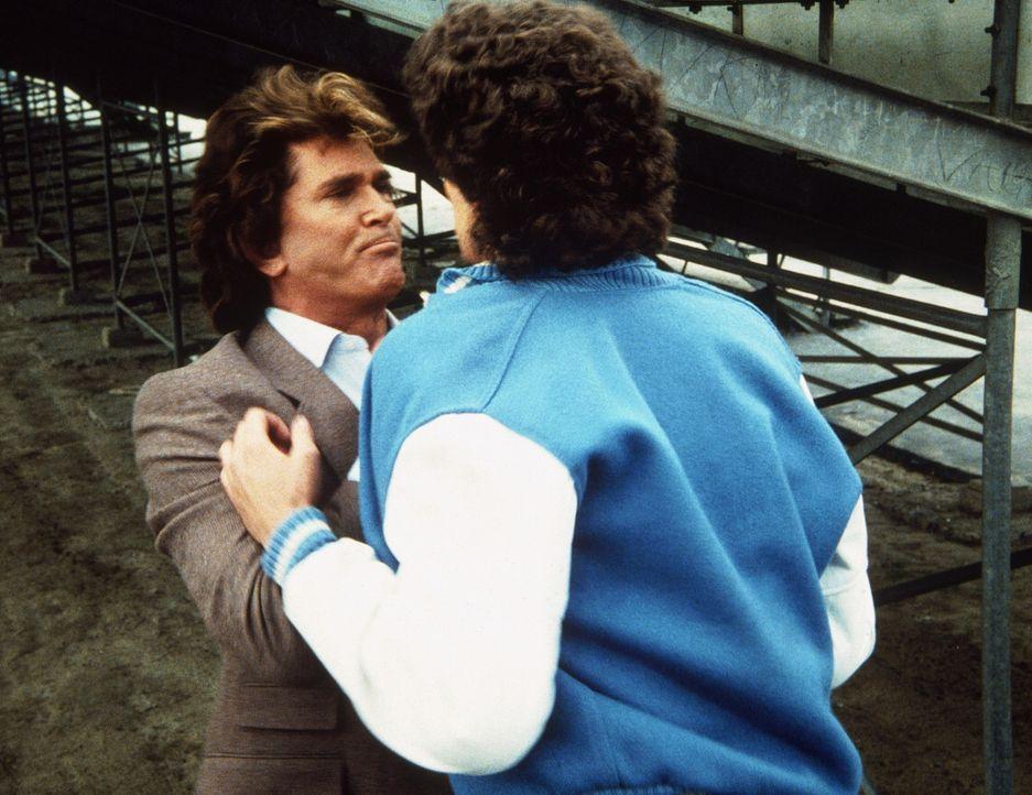 Jack (Darren Dalton, r.) wird handgreiflich, und Jonathan (Michael Landon, l.) muss ihn energisch zur Ordnung rufen. - Bildquelle: Worldvision Enterprises, Inc.