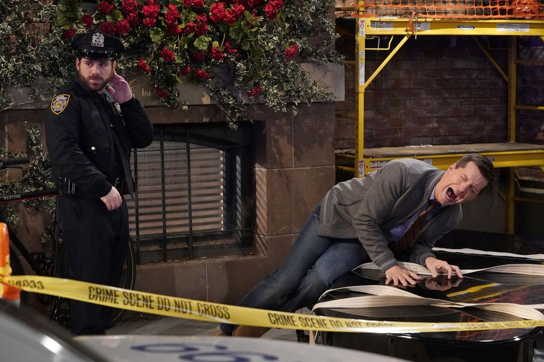 Jack (Sean Hayes, r.) ist am Boden zerstört, als Drew (Ryan Pinkston, l.) mit ihm Schluss macht ... - Bildquelle: Chris Haston 2017 NBCUniversal Media, LLC