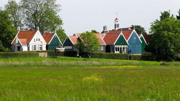 Haueser_kaufen_Haus_Schweden_bunt_Wiese_Pixabay