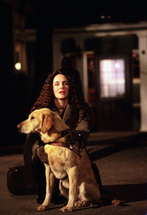 Emma Brody (Madeleine Stowe) wurde als Kind von ihrer Mutter misshandelt und ist seitdem blind. - Bildquelle: Warner Bros.