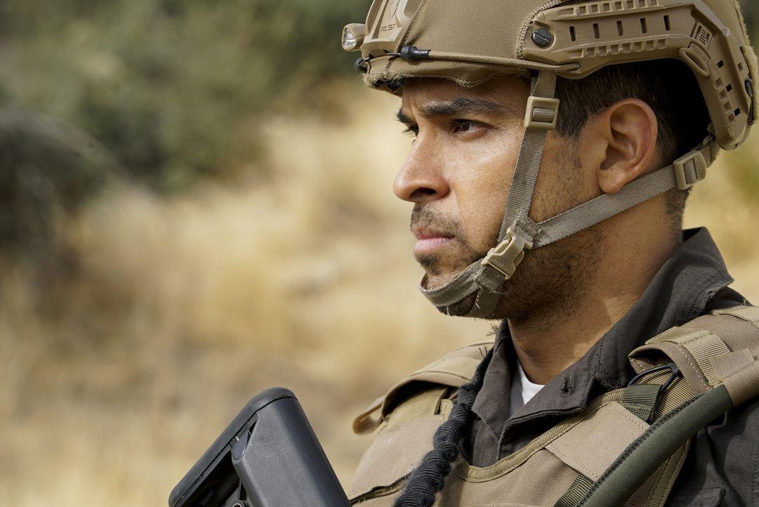 Kümmert sich um die Sicherheit eines US-Senators John in Afghanistan: Torres (Wilmer Valderrama) ... - Bildquelle: Cliff Lipson 2017 CBS Broadcasting, Inc. All Rights Reserved.