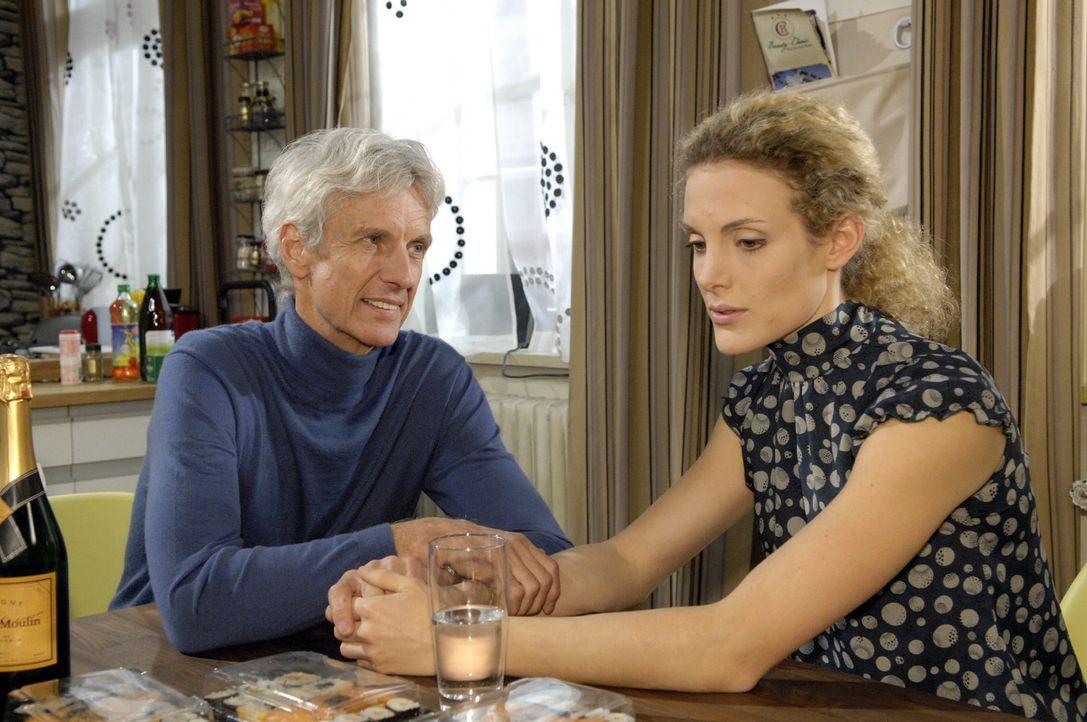 Robert (Mathieu Carrière, l.) ahnt nicht, wie Maja (Barbara Lanz, r.) zumute ist ... - Bildquelle: Claudius Pflug Sat.1