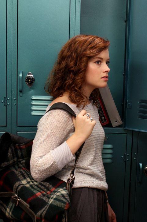 Kann nicht fassen, dass wegen einem Puppendieb so viel Trubel gemacht wird: Tessa (Jane Levy) ... - Bildquelle: Warner Bros. Television