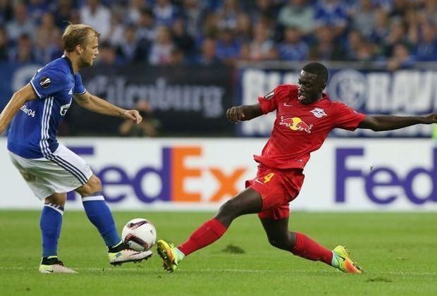Upamecano (r.) beim Europa-League-Spiel gegen Schalke
