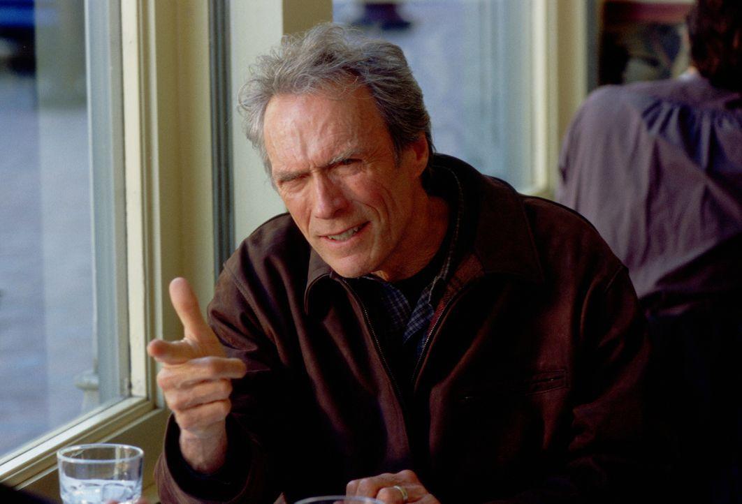 Der Reporter Steve Everett (Clint Eastwood) hat beruflich nichts mehr zu gewinnen: Zuviel Alkohol und zahllose Affären haben ihn im Laufe der Jahre... - Bildquelle: Warner Bros.