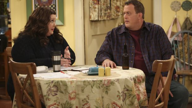 Mike (Billy Gardell, r.) hat Schuldgefühle gegenüber Molly (Melissa McCarthy,...