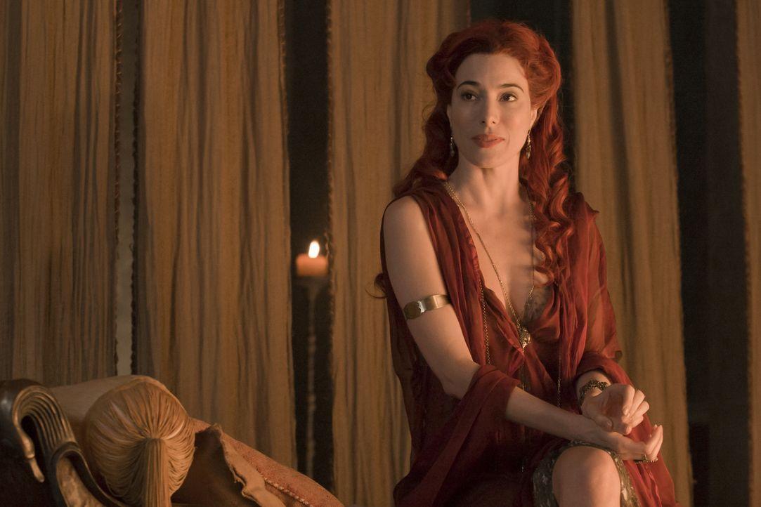 Steht Batiatus und Lucretia bei, die Massen zu täuschen: Gaia (Jaime Murray) ... - Bildquelle: 2010 Starz Entertainment, LLC