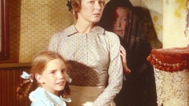 Laura (Melissa Gilbert, l.) und Caroline (Karen Grassle, M.) geben Maddie (Jo...