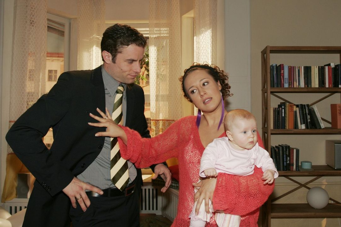 Yvonne (Bärbel Schleker, r.) kann nicht verstehen, warum Max (Alexander Sternberg, l.) den Verkauf der Wohnung noch hinauszögern will. - Bildquelle: Noreen Flynn Sat.1