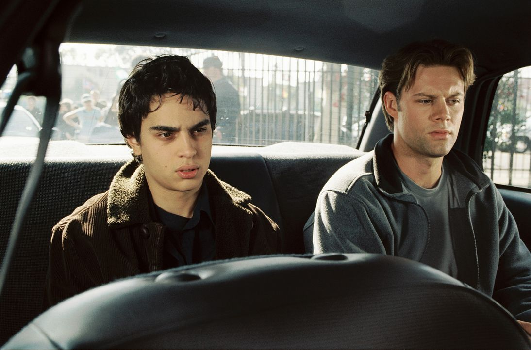 Jerome (Max Minghella, l.) steht im ständigen Konkurrenzkampf mit dem smarten Jonah (Matt Keeslar, r.)! Auch wenn es um Frauen geht, ist er immer n... - Bildquelle: 2005 United Artists Films Inc. and Columbia Pictures Industries, Inc. All Rights Reserved.