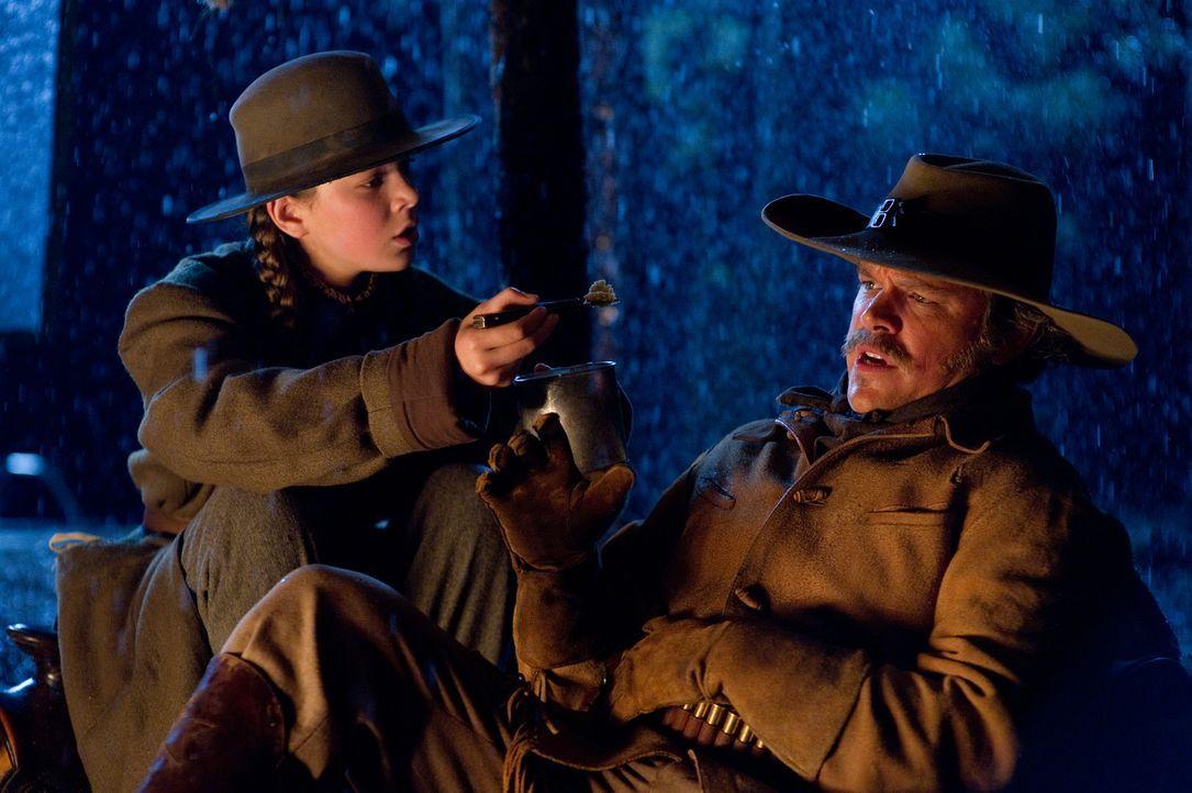 Wer hätte das gedacht, aber der kernige Texas Ranger LaBoeuf (Matt Damon, r.) scheitert an dem eisernen Willen einer 14-Jährigen. Mattie (Hailee S... - Bildquelle: (2010) PARAMOUNT PICTURES. All rights reserved.