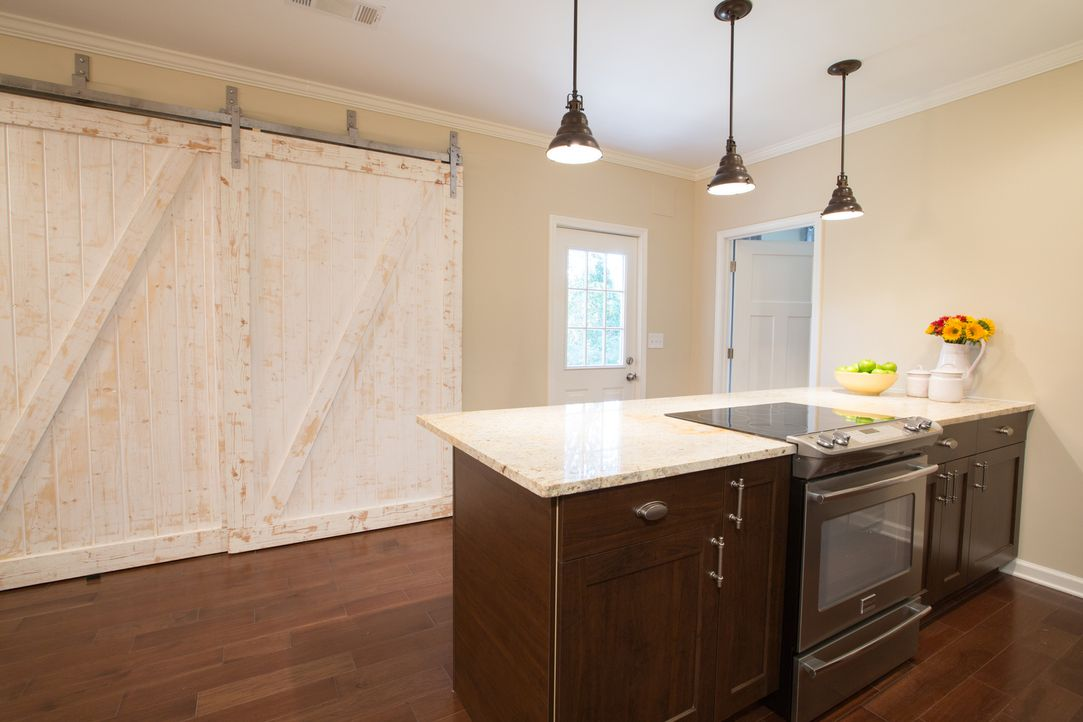 Melissa und Joe wissen ganz genau, was sie alles brauchen und haben wollen, wenn sie in ein neues Zuhause ziehen, doch ihr Budget lässt es nicht zu,... - Bildquelle: Jessica McGowan 2013, HGTV/Scripps Networks, LLC. All Rights Reserved