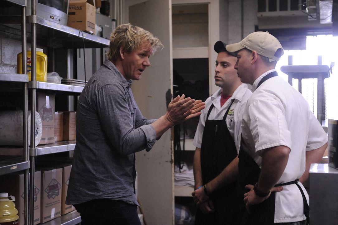 Kann Gordon Ramsay (l.) den Besitzern eines typischen Südstaaten-Restaurants helfen, ihr Lokal zu retten? - Bildquelle: Jeffrey Neira Fox Broadcasting.  All rights reserved.