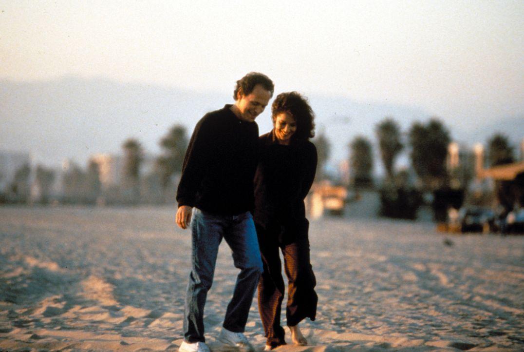 Noch scheint das Glück von Mickey Gordon (Billy Crystal, l.) und Ellen Andrews (Debra Winger, r.) perfekt ... - Bildquelle: Warner Bros.