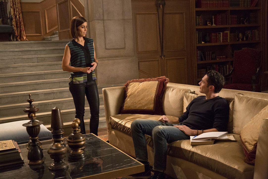 Marisol (Ana Ortiz, l.) erhält von Ethan (Colin Woodell, r.) schockierende Neuigkeiten über ihren zukünftigen Ehemann ... - Bildquelle: 2014 ABC Studios