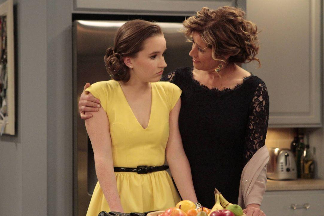 Eve (Kaitlyn Dever, l.) findet, dass sie zu jung aussieht für die High School und deshalb keinen Anschluss finden wird. Ihre Mutter Vanessa (Nancy T... - Bildquelle: 2011 Twentieth Century Fox Film Corporation