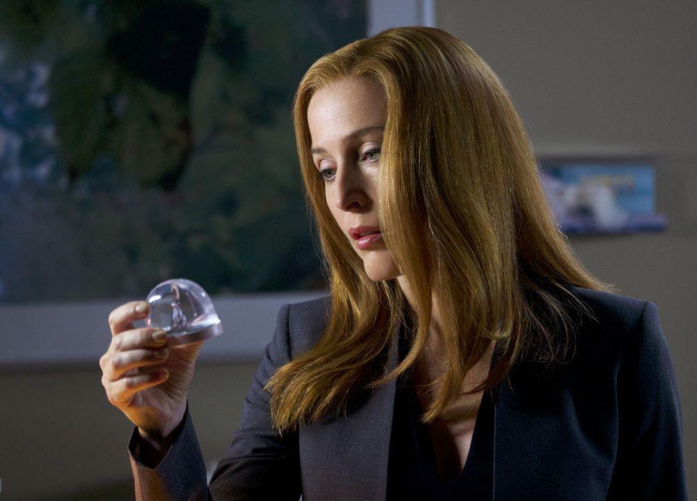Als Scully (Gillian Anderson) Visionen von einem fremden Haus und einer Schneekugel hat, ahnt sie nicht, dass sie nicht die einzige ist, die dieses... - Bildquelle: Shane Harvey 2018 Fox and its related entities.  All rights reserved.