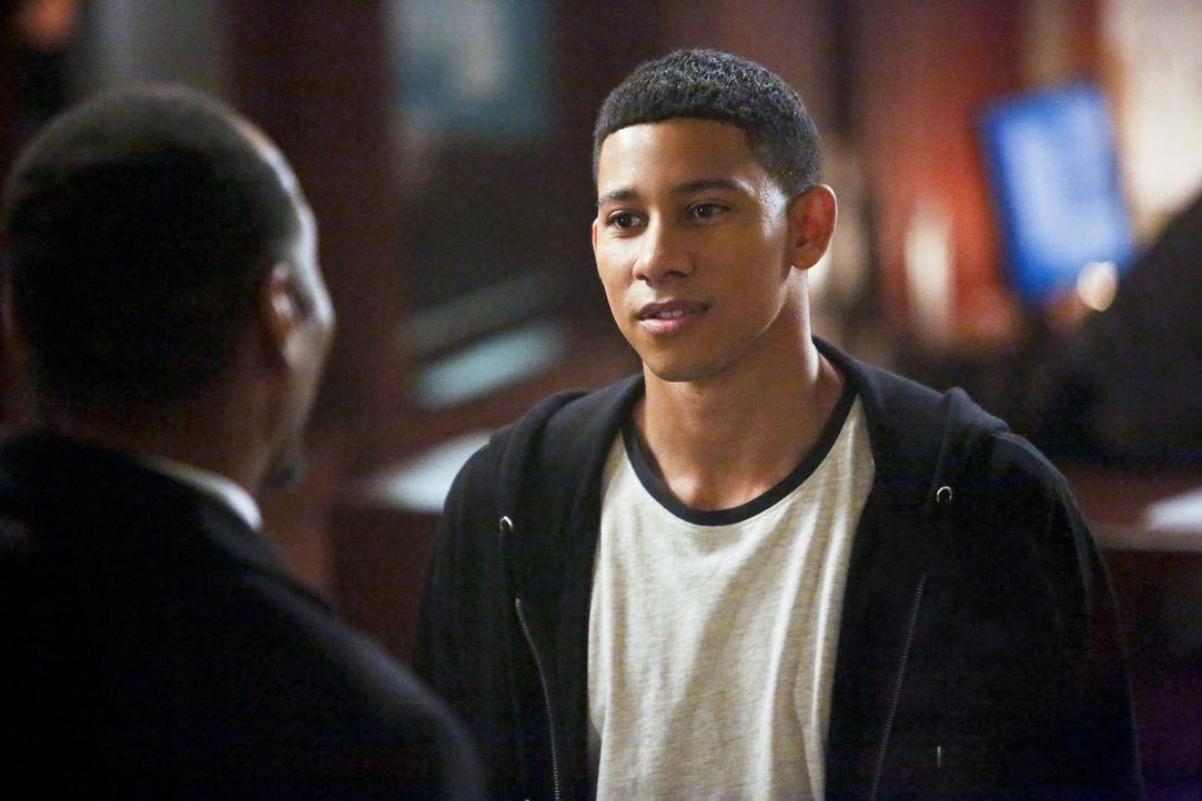 Eigentlich sollten Wally (Keiynan Lonsdale) und Jesse, während Zoom die Stadt einnimmt, an einem sicheren Ort verweilen, doch sie wollen sich nicht... - Bildquelle: Warner Bros. Entertainment, Inc.