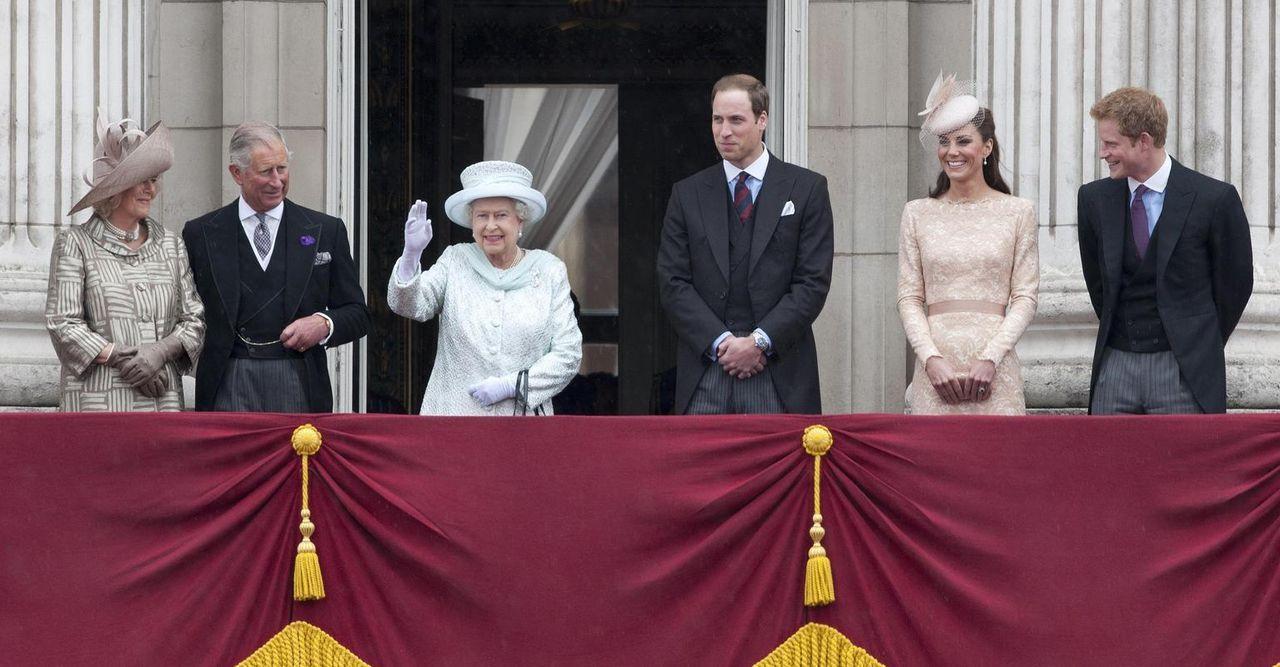 Für die königliche Familie war 2012 ein bedeutendes Jahr: Königin Elisabeth II feierte ihr diamantenes Thronjubiläum, und in London fanden die Olymp...