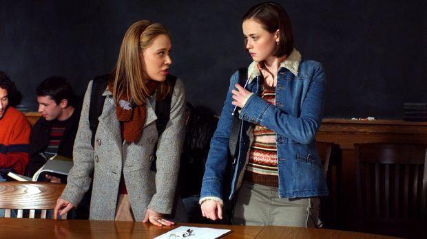 Während Paris (Liza Weil, l.) und Rory (Alexis Bledel, r.) in Yale sind, pass...