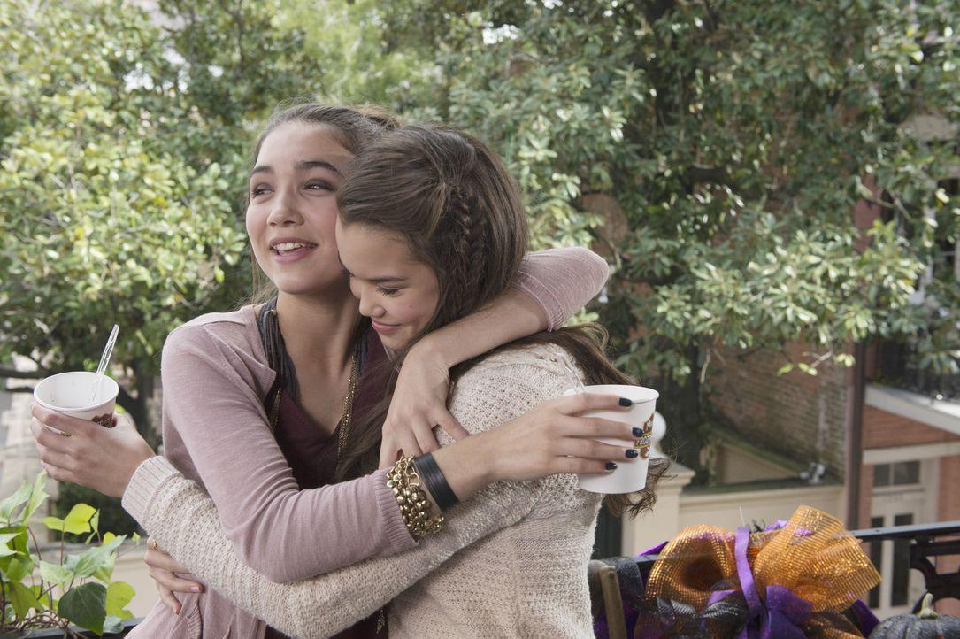 Geschwisterliebe: Molly (Paris Berelc, r.) und Cleo (Rowan Blanchard, l.) könnten unterschiedlicher nicht sein. Doch als das Schicksal ihnen einen S... - Bildquelle: 2015 Disney Enterprises, Inc. All rights reserved.