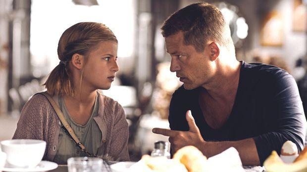 Sind beide unglücklich verliebt: Magdalena (Emma Schweiger, l.) und Henry (Ti...