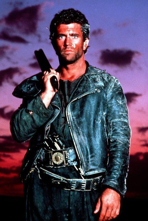 Als Mad Max (Mel Gibson) bei einem Überfall um sein letztes Hab und Gut gebracht wird, führt ihn die Suche nach seinen Habseligkeiten in die festung... - Bildquelle: Warner Bros.