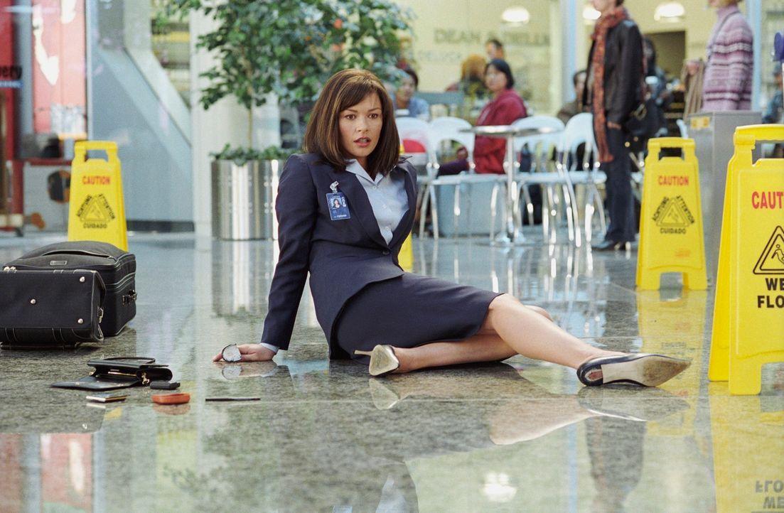 Verdreht Viktor während seines Aufenthalts am Flughafen den Kopf: Stewardess Amelia (Catherine Zeta-Jones) ... - Bildquelle: Merrick Morton DreamWorks Distribution LLC