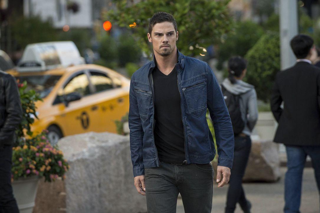 Vincent (Jay Ryan) trifft sich mit einem alten Freund vom Militär, der ein gefährliches Geheimnis hütet ... - Bildquelle: 2013 The CW Network, LLC. All rights reserved.
