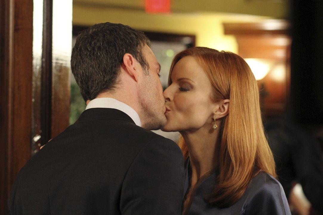 Keith (Brian Austin Green, l.) plant einen romantischen Abend mit Bree (Marcia Cross, r.), doch der endet völlig anders als erwartet ? - Bildquelle: ABC Studios